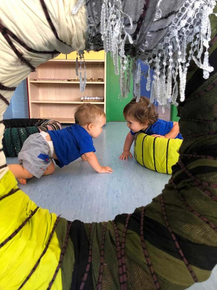 Niños jugando en una clase de la Escuela Infantil Fun Academy
